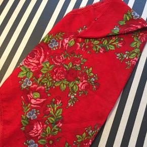 Smukt kvalitetstørklæde - vintagefund - i 100 % cashmere! Sender gerne ...