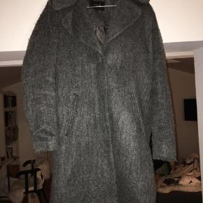 Super flot og dejlig varm uldfrakke fra Vila. Perfekt til vinter ❄️
