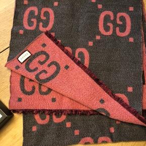 Gucci halstørklæde brugt få gange. 90% Uld 10% Silke