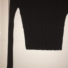 Na-kd udsolgt Bardot rib strik cropped bluse str small. Aldrig brugt. Ingen bytte