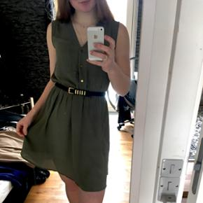 Lækker armigrøn kjole fra h&m, str. S, brugt få gange og i god stand, god til fødselsdage og fest 🎉