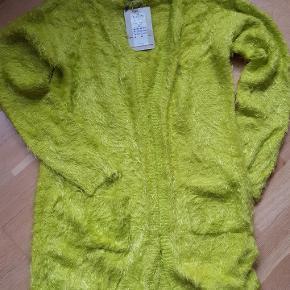 Bine knit cardigan,  sulpnur spring, str. M, nypris 399,95 kr., meget blød og lækker 😉