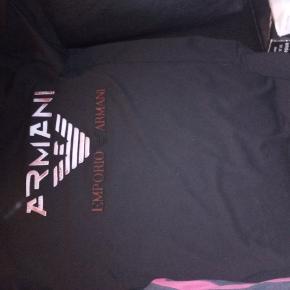 Armani tshirt str XL aldrig blevet brugt da den er købt for lille nypris 400 sælges for 150