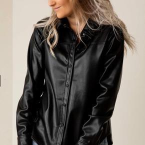 Neo noir cana skjorte jakke i imiteret læder