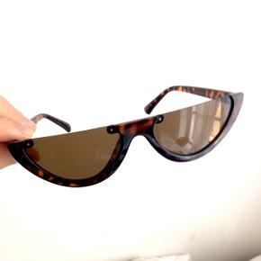 Håndlavede cut off cat-eye solbriller i tortoise shell - secondhand fund    Skildpadde mønster, brune