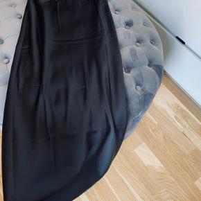 Flot nederdel - aldrig brugt.