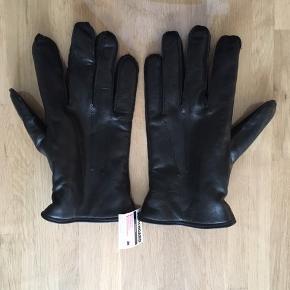 Aldrig brugt.   Ægte læder. Med scotchgard protection. Størrelse 10 (M/L)