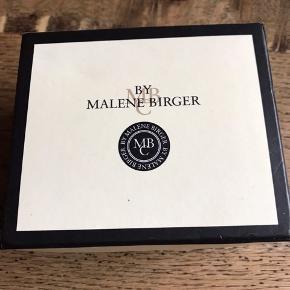 Smukt Malene Birger armbånd med æske