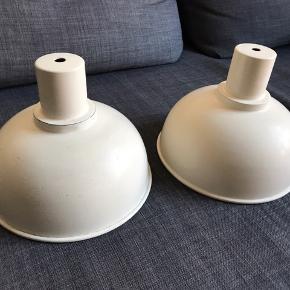 Der skal selv købes ledning og fatning til de to lamper