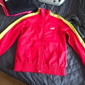 Puma Zip trøje  Str. XS Brugt, men i fin stand.   Køber betaler fragt. Giver mængderabat.