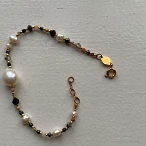 'Rock and Sea' bracelet fra Anni LU sælges. Originalæske medfølger. Nypris var 800,-