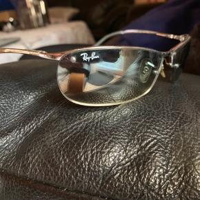 🌸 vare: solbriller  🌸 mærke: Ray•Ban  🌸 stand: lidt brugt, men ikke så meget da de ikke passede  🌸 mp: 1000 kr plus Porto eller BYD