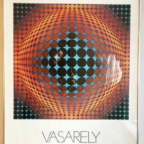 Indrammet plakat af Victor VASARELY.  70 • 80 cm.  Perfekt stand.  Smuk og indbydende.  inkl matchende glas/sølvramme.  Kan afhentes.  Nypris: 2800kr.