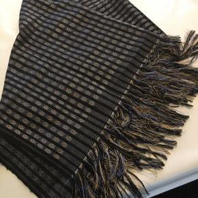 Strejf fra Verden. Lækkert Vietnamnesisk Silke/Bomuld/Uld Tørklæde. Sælges billigt