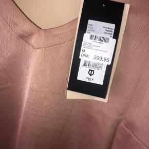 Super fin bluse str. M. Kun prøvede på 🌸 brugt som oversize