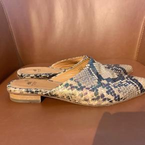 Fake slangeskinds slippers