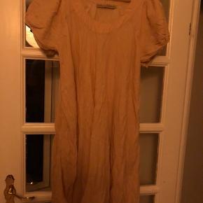 Som ny. Lækker luftig kjole. Blød og lækker.