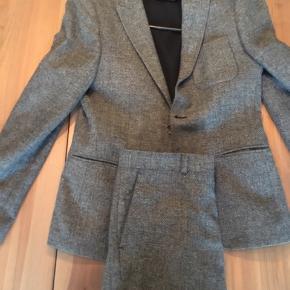 Wool slimfit jakkesæt Brugt 1 gang Bukser er str.,30/32 og jakken er str. 48