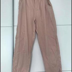 Lækre bløde højtaljede rosa bukser str 40 (passer også 36/38) Brugt en enkelt gang  #GøhlerSellout