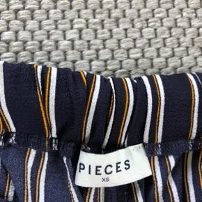 Mega fede, løse bukser fra pieces. Ikke brugt mere end 5 gange.