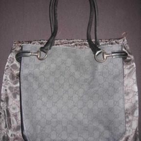 Fin Gucci taske, købt i Milano for nogen år siden, brugt meget få gange. Pris 900kr pp.  Bytter ikke.