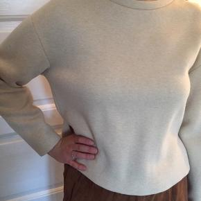 """""""Skum""""sweater. Minder lidt om sweat, men mere bomber-agtig."""