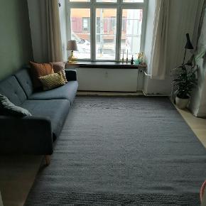 Grå håndvævet uld tæppe fra Linie  Design - Even Grey  Prisen er til forhandling Ny pris 4595 Kan afhentes i København
