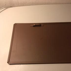 Hej! Jeg sælger dette søde skilt.  Det måler 13 x 50 cm.