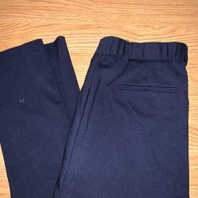 Fine bukser fra Neo Noir. Ingen tegn på slid 💙  Angivet som en small, da det står i bukserne, de passer en xs/s
