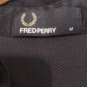 Fred Perry polo Str: medium Cond: 7  Nypris var: 900  Har en masse andet til salg tag gerne et kig
