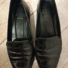 Sorte ballerina flats fra Billi Bi i kroko læder. Virkelig lækre work shoes. De er brugte, men i flot stand og få slidspor.