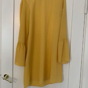 Sød oversize sommer kjole i gul aldrig brugt da den er for stor