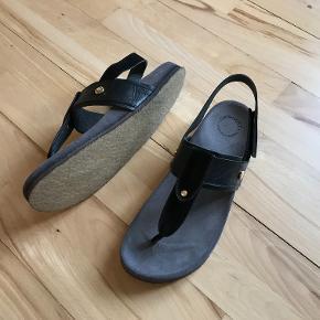 ba3db4a5953 Lækre læder sandaler med rågummisål. Sælges ubrugte, i perfekt stand og med  original æske