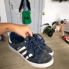 Adidas Campus i str. 37 1/2 - ret brugte men kan stadig bruges - købt for 800 kr men sælges for 200 kr inkl fragt 🦋