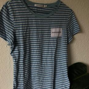 Sælger denne calvin Klein T-shirt str s np var 400kr den er ikke brugt særlig meget