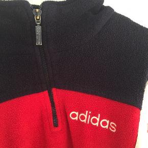 Lækker vintage Adidas flistrøje. Passer en M
