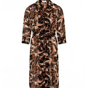 Varetype: Midi Farve: Multi Oprindelig købspris: 600 kr.  Super smuk kjole/kimono fra Love & Divine. Kun brugt max 3 gange.
