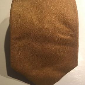 Gyldent slips fra Louis Vuitton