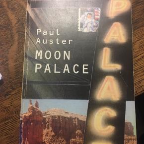 Moon palace, Paul Auster, Per Kofod paperback brugsslid på omslag. 45kr kan hentes kbh v eller sendes for 40kr dao