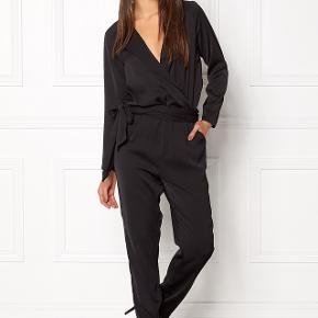 Sælger denne smukke buksedragt fra twist & tangoStr.34  Stadig med prismærke, brugt 1 gang! Nypris:1300kr  Mp:700kr