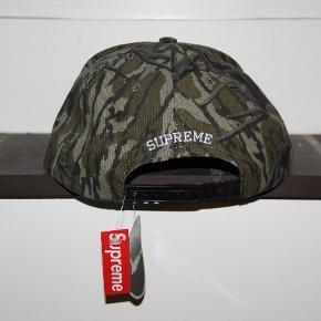 Supreme x Mossy Oak Cap  Cond 10 DSWT Intet og borset fra tags Str Onesize