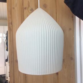 Keramik lampe i hvid  18 i Dia- 30 cm høj Har to stk.