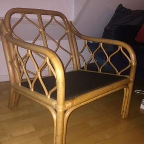 Rigtig fin bambus lænestol, med gode hynder til.