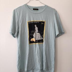 T-shirt fra Stine Goya, med den danske havfrue på ☀️