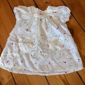 Den fineste kjole. Syet til navngivingsfest og brugt få gange.  Se mine andre annoncer og få god mængderabat