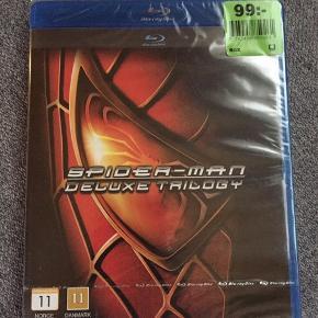 Spider-man deluxe trilogi Stadig med pris og i plast