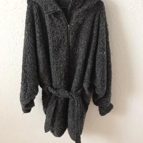 Super lækker jakke fra MbyM i den udgående Ronja model.  Den er brugt, men intet man kan se!  Størrelsen er en S/M.