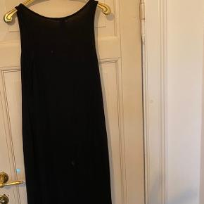 Maxi kjole. Har du pletter bagpå jeg ikke har forsøgt at få renset. Ses på billede 2.