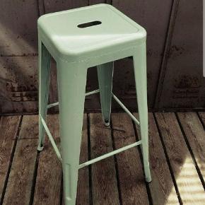 Fin barstol a la franske tolix, siddehøjde 76 cm, sæde 30x30cm.
