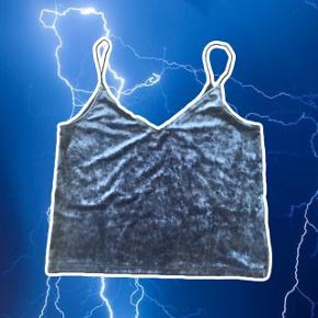 Blå velour top med tynde stropper  ❌ læs min shop beskrivelse ❌